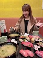 アレク&川崎希、朝から『すしざんまい』で寿司を堪能「マグロ美味しすぎる」
