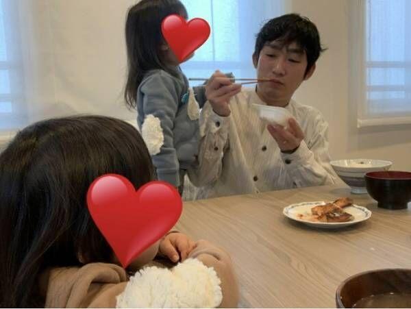 """ノンスタ石田、双子との食事中""""真顔""""になる瞬間「余裕が欲しいです。まだまだ未熟」"""