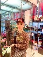 整形男子アレン、1本7700円のバラを購入「なんと美しい…」