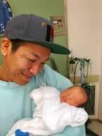 はんにゃ・川島、生まれたばかりの息子を初抱っこ「おもっきし屁をこかれました」