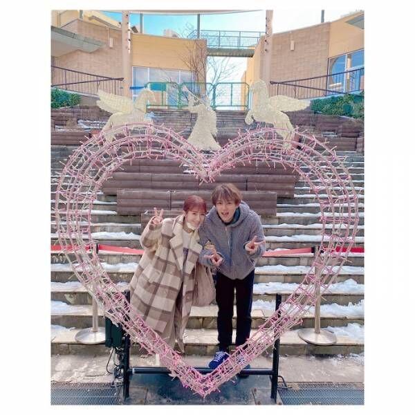 辻希美&杉浦太陽、ハートの前でラブラブショット「いい写真で気に入っちゃった」