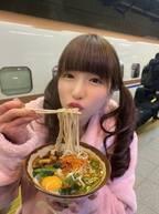 もえあず、新幹線ホームで立ち食いそば「本場の信州でおそば食べられたのうれしい」