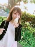 """渡辺美奈代、ハワイのセブンで""""セルフソフトクリーム""""「なかなか上手に出来ました!」"""