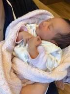 藤本美貴、生後11日目の次女の写真公開「こんなに小さくて軽いのに重たい…笑」