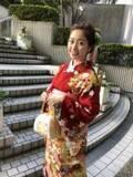 ももクロ・佐々木彩夏、赤の振袖姿を披露し「見惚れてしまいます」「清楚」の声