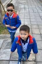 """マック鈴木&小原正子、""""大人""""コーデで登園する息子達「キメキメ」「ハンサム兄弟」の声"""