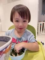 アレク、父親が1か月単独で海外へ「見かけたら 優しくしてください」