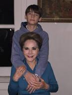 デヴィ夫人、久々に会った孫との2ショット公開し「超イケメン」「至福の時間でしょうね」の声