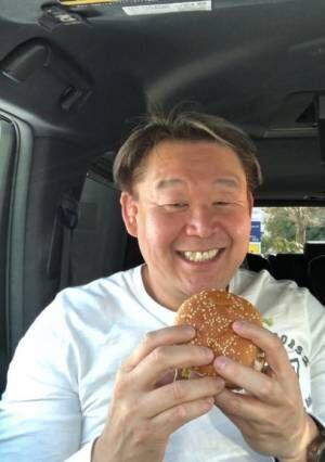 花田虎上、子ども時代のマクドナルドの思い出「ハイカラな物が好きな母に連れて行ってもらっていました!」