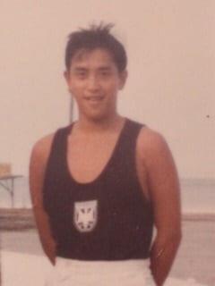 クリス松村、成人の日にちなみ20歳当時の写真を公開「カッコいい」「ステキ」の声