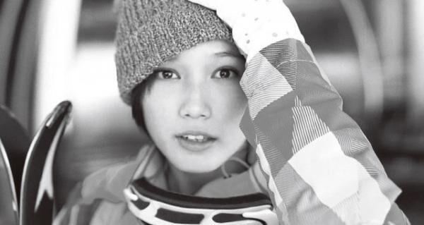 東日本旅客鉄道株式会社「JR SKI SKI」(2012年12月~2013年2月) 恋にも友情にも全力投球な正統派さわやかヒロイン。これは友情?それとも恋?さわやかな愛されヒロインの品格。この後、川口春奈さん、広瀬すずさんもイメージキャラクターに。
