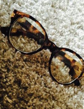 ダテメガネにハマっています。「最近のお気に入り。簡単にオシャレ感を出せるので他にも欲しい!」