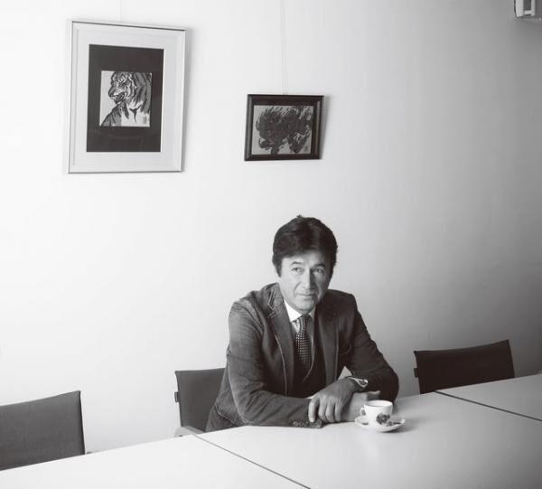 くさかり・まさお1952年、福岡県生まれ。スカウトされて17歳で上京しモデルとしてデビュー。'70年の資生堂のCM出演をきっかけに一躍注目を浴び、その後、俳優に転向。おもな出演作品に映画『汚れた英雄』、ドラマ『真田太平記』『御宿かわせみ』『坂の上の雲』など。