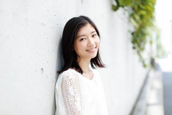 さがら・いつき1995年生まれ。2010年にドラマ『熱海の捜査官』(テレビ朝日)で女優デビュー。公開中の映画『ふきげんな過去』『スリリングな日常』に出演。