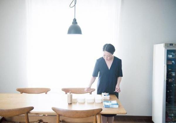 伊藤まさこさん暮らしまわりのスタイリストとして活躍する傍ら、旅や食にまつわる本も出版。ほぼ日刊イトイ新聞のサイトでは、お弁当の連載も担当する。『ちびちび もぐもぐ お酒とごはん』(PHP研究所)は11月に発売。