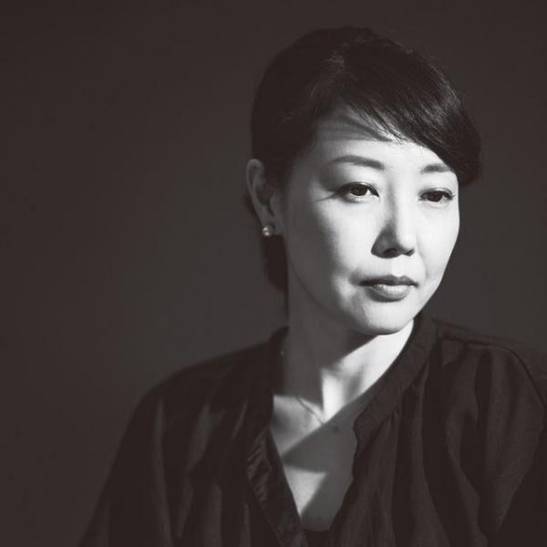 にしかわ・みわ1974年生まれ、広島県出身。早稲田大学第一文学部卒業。在学中より、映画『ワンダフルライフ』('99/是枝裕和監督)にスタッフとして参加。以後、フリーランスの助監督を経て、2002年『蛇イチゴ』でオリジナル脚本・監督デビュー。小説・エッセイも執筆する。