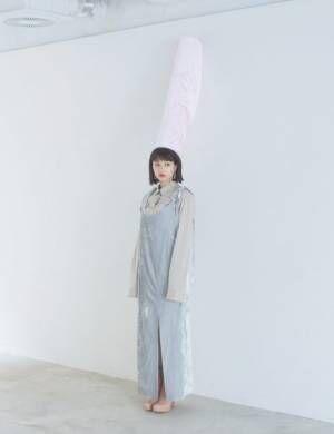 広瀬すずと「ベロアファッション」 ボリューム袖も今旬ポイント!