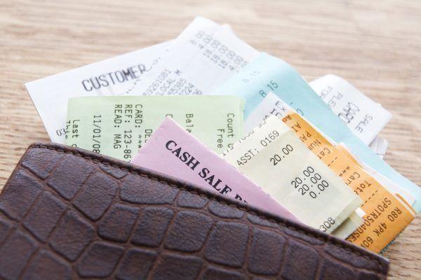 【恐怖の金運爆下がり…】お金に嫌われる「財布の特徴」4つ