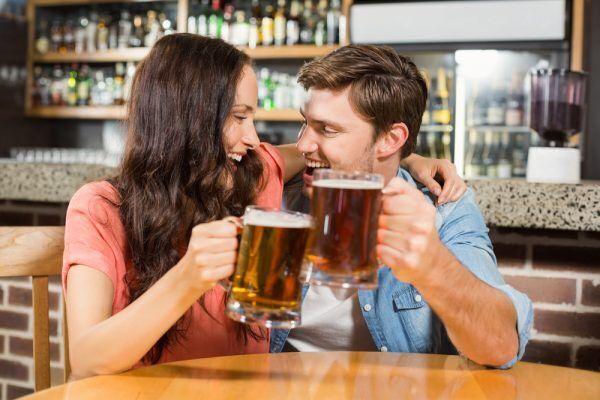【もうムラッムラ…!】男の性欲を煽る「お酒の勧め方」3選