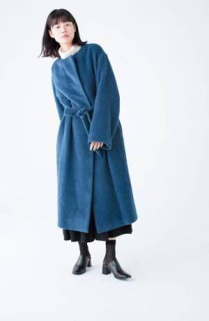 今年の冬は「ノーカラーコート」! トレンド感&品の良さを演出して