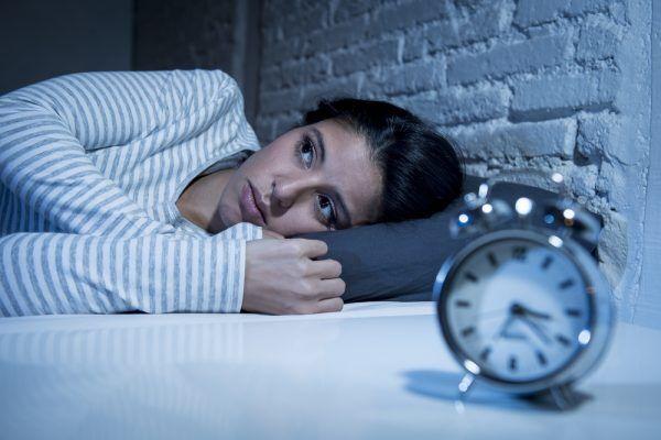ベッドで悶々と…寝る間際の男に「可愛い」と思わせる深夜LINE4つ