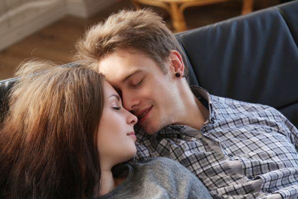 全身をサワサワ…男の愛が溢れる「本命女子の抱きしめ方」4つ