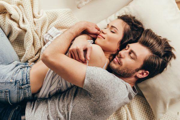 体の相性or性格…?女子が後悔している「恋愛の選択」3選