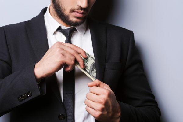 100万あればOK…?男の本音「結婚する女に求める貯金額」4連発