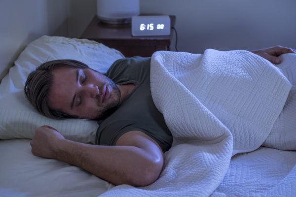 ワガママが可愛い…「おやすみLINE」に添えると男が喜ぶ一言4つ