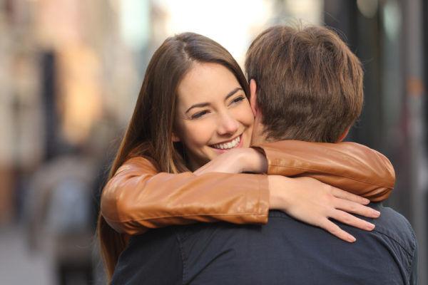 今すぐ抱き締めたい…男が「愛おしいと思う」女子の弱音LINE3つ