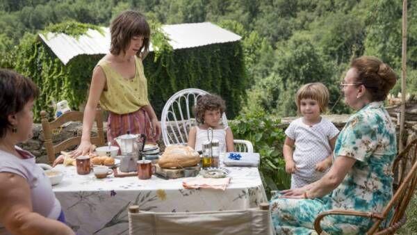 両親の死と直面。映画『悲しみに、こんにちは』が描く少女の再生物語