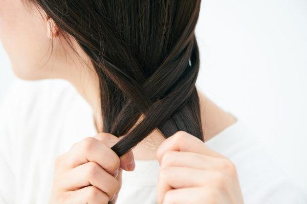 明日の髪型どうする? 実は簡単! 夏の「大人まとめ髪」