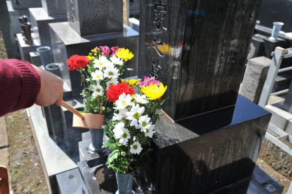 死者の霊に足を引っ張られ…お盆にまつわる「怖い話」4つ