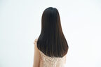 まだまとめ髪してるの…? 秋はアイロンで作る「今っぽストレートヘア」