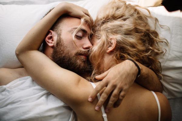 なんで奥さんと寝るの…?昼顔妻の「勘違い束縛LINE」3選