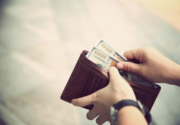 間違えると金運急降下…お金が貯まる「お札の入れ方」4つ