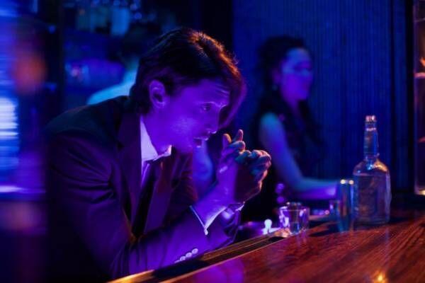 舞台はNYの日本人高級クラブ…秘密の恋に溺れる女を描いた『MAKI マキ』