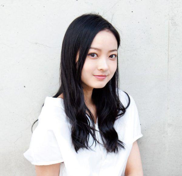 """日本でもっとも""""美しい20代""""! 女優・川瀬莉子の夢は""""顔芸""""?"""