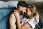 女がドキッとする…年上男性の「ベッド上での」スマート行動4選