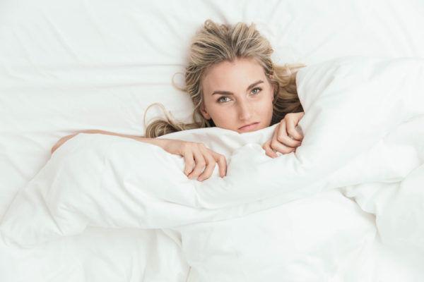 友達ベッドに座らせてない?「恋愛運が下がる」寝室の特徴4選