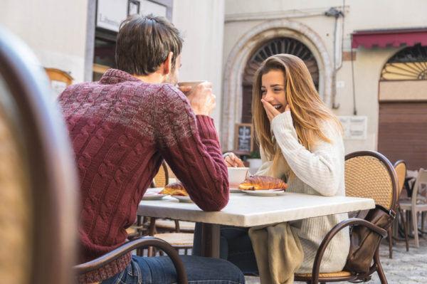 ギャップに萌えるわ…男が「デートに誘いたくなる」女子の特徴4選