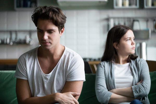 聞くのは野暮…? 付き合ったばかりで男が「彼女にされたくない質問」4選