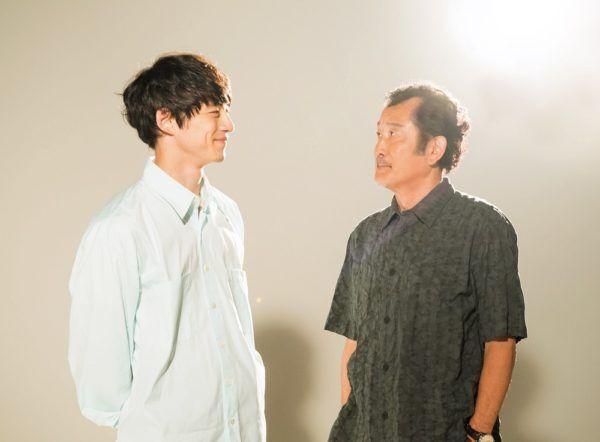 坂口健太郎「母親に会ったら絶対にハグする」 そのワケは?