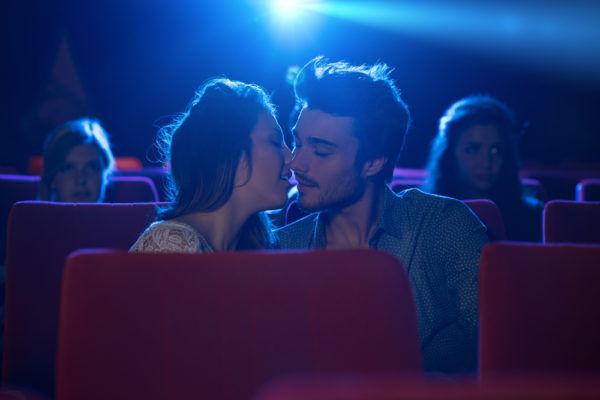 アレを口の中に…! 男が可愛いと思う「キス中の女子のイタズラ」4選
