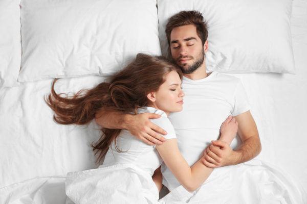お泊りデートで…寝起き時に言われて「恥ずかしかったコト」4選