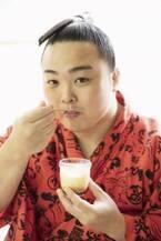 人気の大相撲・炎鵬関の大好きなおやつパク姿に萌え!