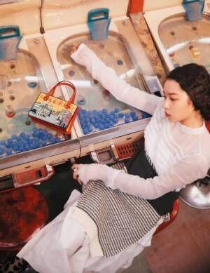 桜井日奈子と今季マストの「ミニバッグ」 華麗なる装い