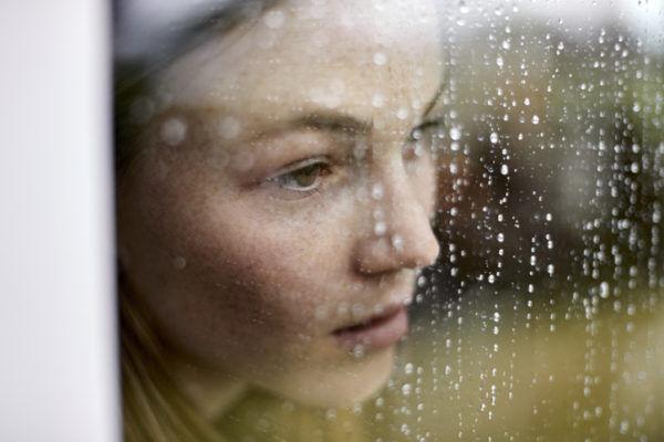 白髪がポツポツ… 「男の浮気に耐え抜いた女子」の悲惨な結末4つ