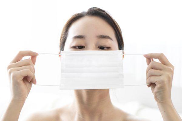 顔、大きく見えてるかも… 美容家に聞いた「老けて見られるマスク」の特徴3つ