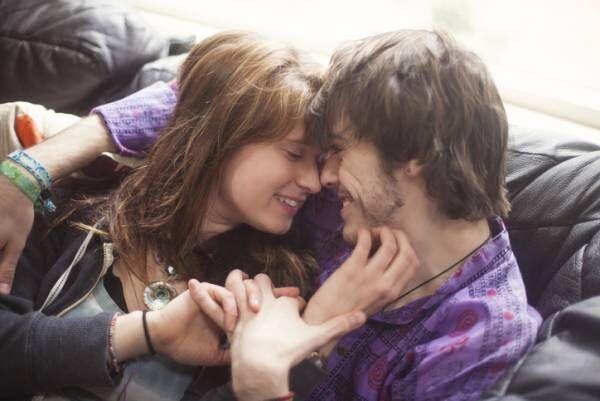 そのままイチャイチャ…二人の愛が高まる「ラブラブお家デート」